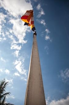 Bandeira nacional em siem reap, camboja