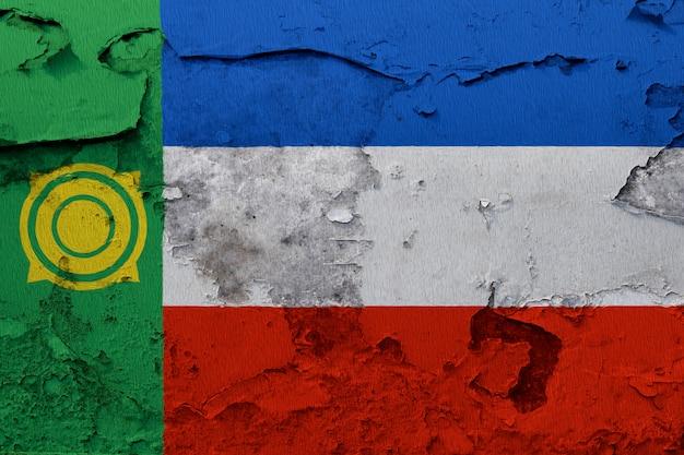 Bandeira nacional pintada de khakassia em uma parede de concreto