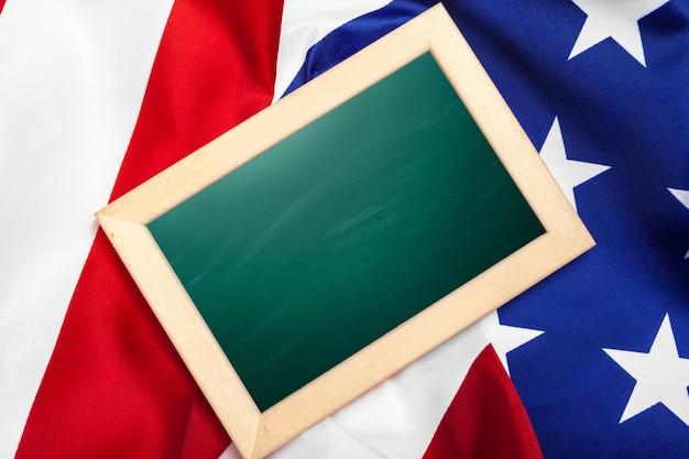 Bandeira onmerican do quadro em branco