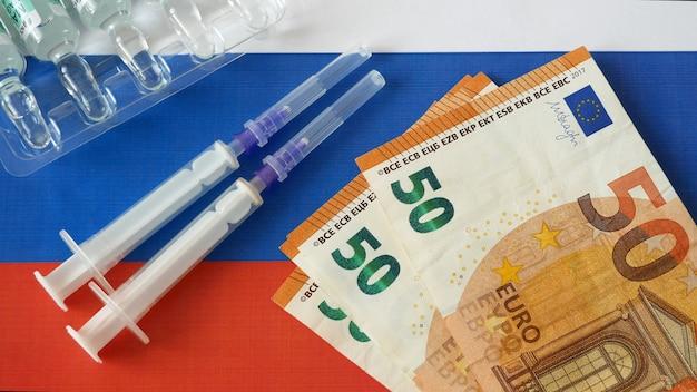 Bandeira russa, vacina sputnik-v ou epivaccorona e dinheiro, dinheiro para compra e produção de vacina
