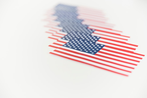 Bandeiras americanas em uma fileira