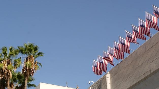 Bandeiras americanas, prefeitura de los angeles, califórnia eua. patriotismo, centro cívico. governo federal