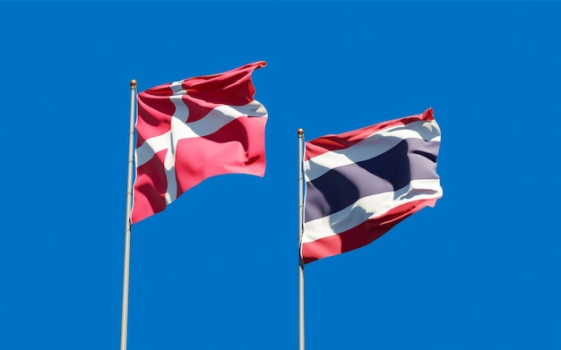 Bandeiras da dinamarca e da tailândia. arte 3d