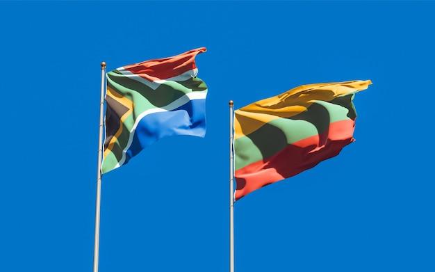 Bandeiras da lituânia e da áfrica do sul no céu azul. arte 3d