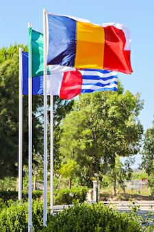 Bandeiras de países da união europeia (grécia, frança, itália, polônia, romênia)