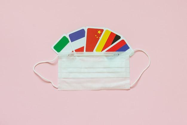 Bandeiras de países frança, itália, rússia, alemanha, china máscara médica protetora