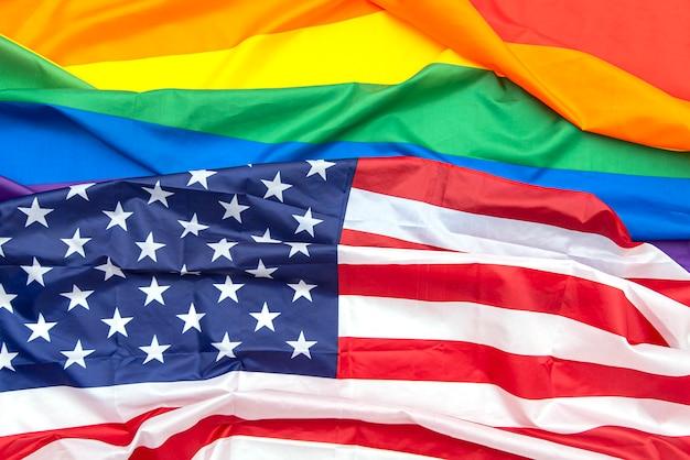Bandeiras de tecido eua e arco-íris do orgulho gay como pano de fundo, imagem do conceito
