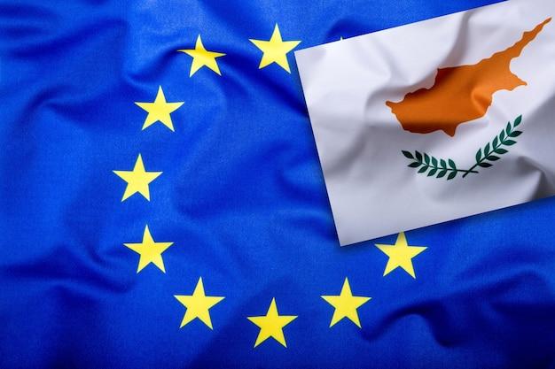Bandeiras do chipre e da união europeia bandeira de chipre e bandeira da ue dentro de estrelas