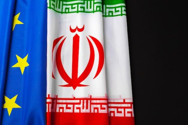 Bandeiras do irã e bandeira da união europeia juntas