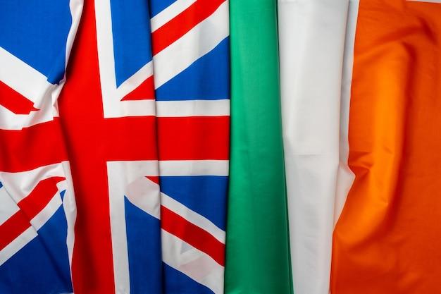 Bandeiras do reino unido e da irlanda juntas