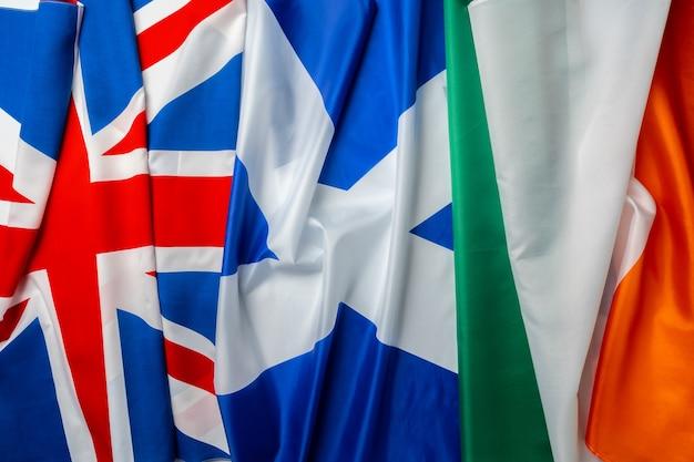 Bandeiras do reino unido, irlanda e escócia juntas