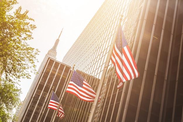 Bandeiras dos estados unidos, acenando em nova york