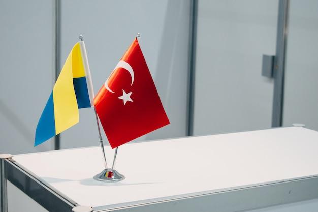 Bandeiras nacionais da turquia e da ucrânia