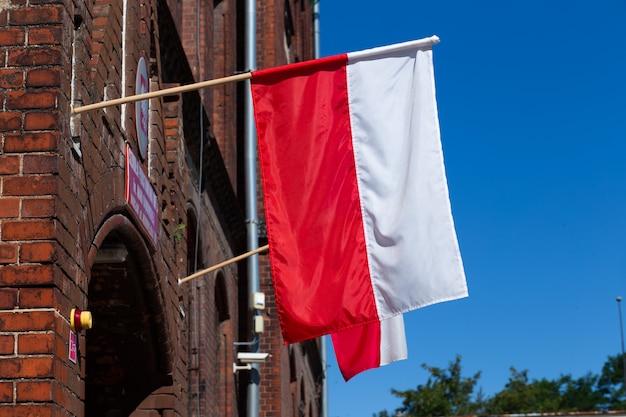 Bandeiras polonesas no dia das eleições