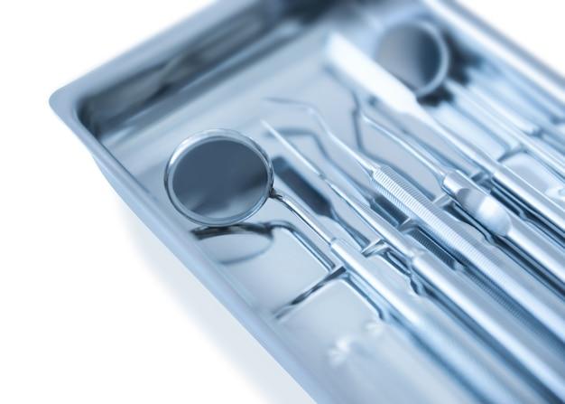 Bandeja com equipamento dentista