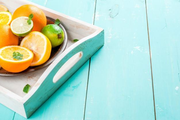 Bandeja com frutas cítricas