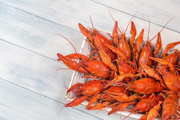 Bandeja com lagostins cozidos
