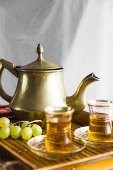 Bandeja de chá mourisco com uvas