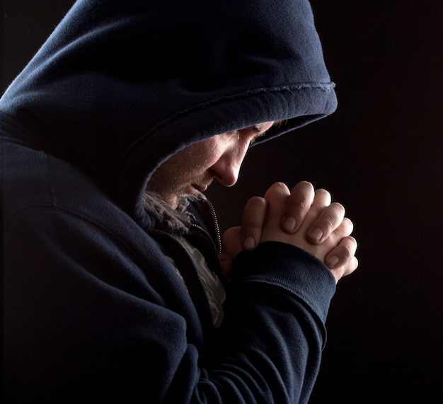 Bandido orando