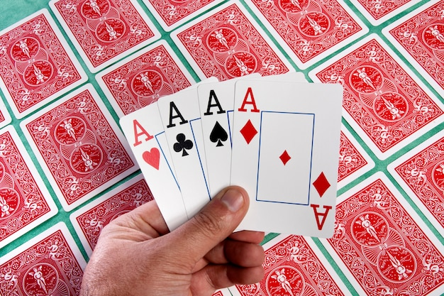 Bando de cartões capotou
