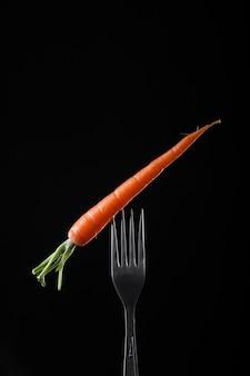 Bando de cenouras em preto