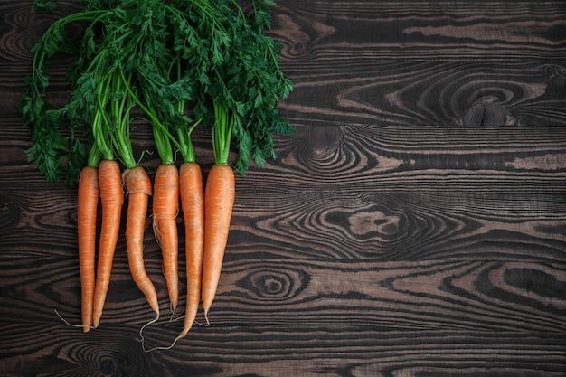 Bando de cenouras frescas