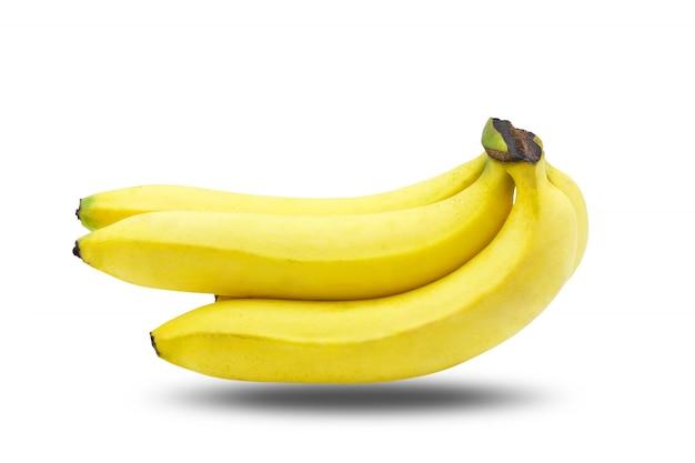 Bando de fatias de banana isolado no fundo branco