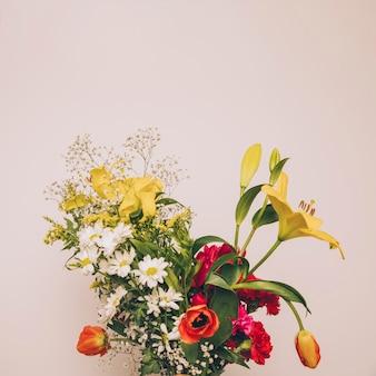 Bando de flores aromáticas frescas