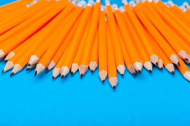Bando de lápis laranja