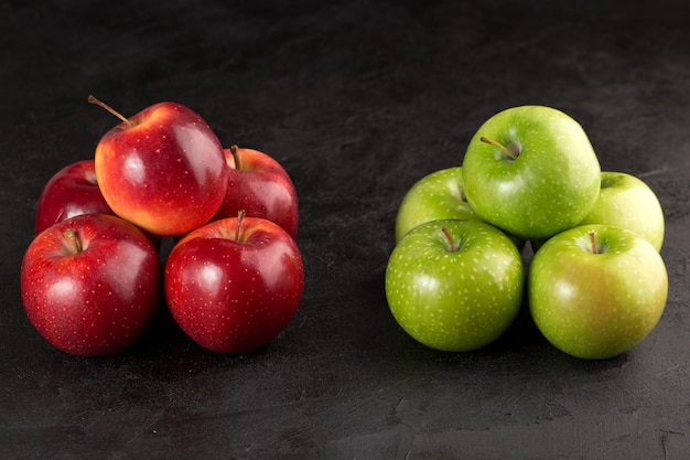Bando de maçãs de maçã vermelha e verde perfeita deliciosa fresca fresca
