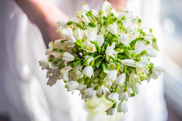Bando de noiva com snowdrops