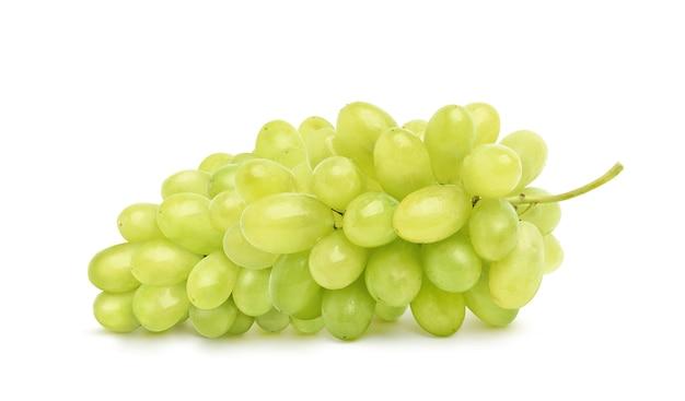 Bando de uva verde solated em fundo branco.