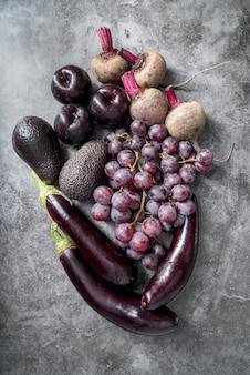 Bando de vista superior de frutas e legumes saudáveis