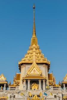 Bangkok, tailândia - 11 de março de 2016: wat traimitr withayaram é um importante templo tailandês em chinatown
