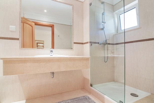 Banheiro em hotel de luxo.