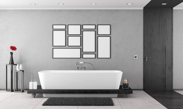 Banheiro preto e branco com banheira e porta fechada preta