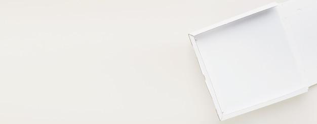 Banner de embalagem de pizza em caixa de papelão vazia para restaurantes, cardápios ou publicidade