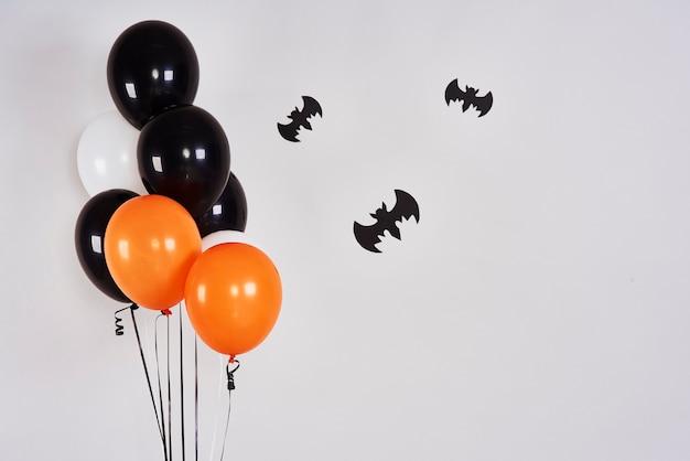 Banner de halloween com morcegos e balões
