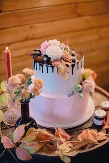 Bar doce de casamento no outono com bolos Foto Premium