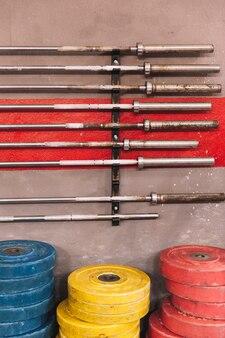 Barbells e placas de pesagem
