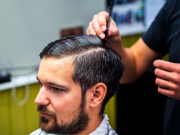 Barbudo, cliente, em, barbeiro, loja