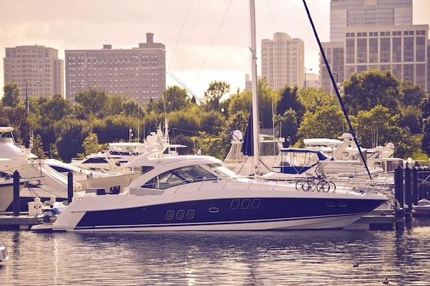 Barco a motor de luxo
