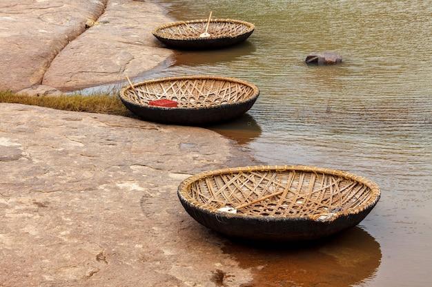 Barco coracle de vime em hampi karnataka na índia