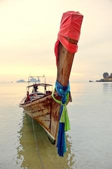 Barco de cauda longa