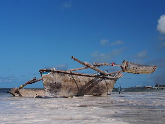 Barco de pescador mais velho na praia