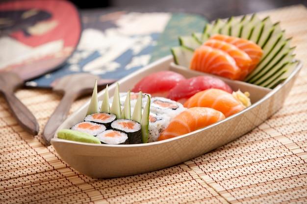 Barco de suyshi e fã japonês