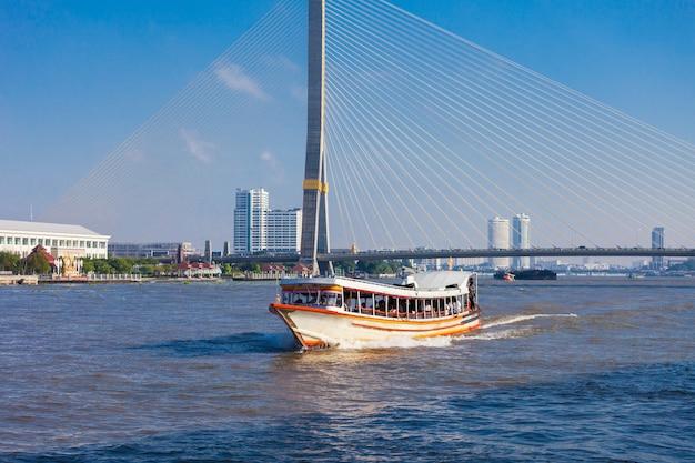 Barco de transporte local