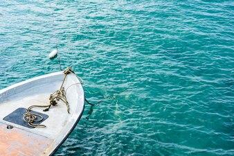 Barco de velocidade no mar, o Golfo da Tailândia