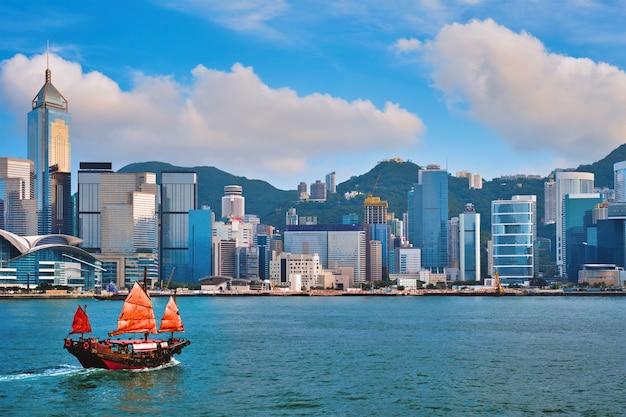 Barco lixo em hong kong victoria harbour