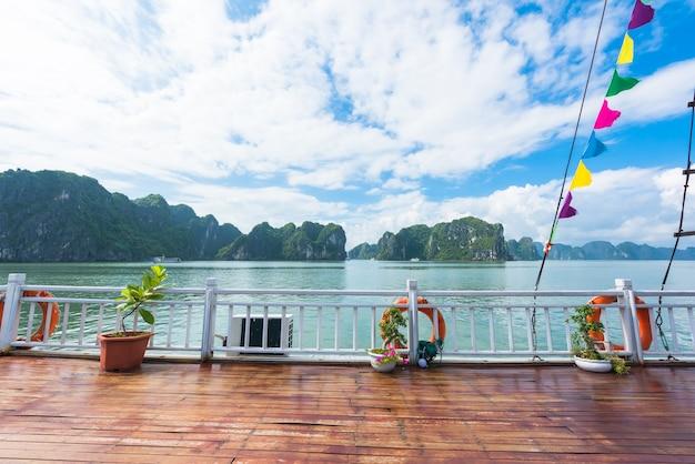 Barco na baía de halong, no vietnã
